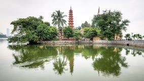 河内,越南- 2015年12月04日:Tran Quoc塔在清早在河内,越南 这座塔位于一个小海岛 免版税图库摄影