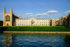 从河凸轮的国王的学院,剑桥,英国 图库摄影