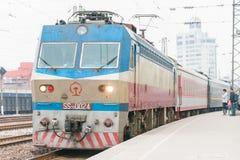 河南,中国- 2015年10月03日:中国铁路SS7D电locomot 库存照片