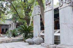 河南,中国- 2015年10月30日:在南阳纪念寺庙的石碑  免版税库存图片