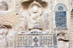 河南,中国- 2015年10月03日:在巩县洞穴的Budda雕象 库存照片