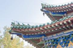 河南,中国- 2015年11月04日:在永泰寺的屋顶 著名他的 免版税库存图片