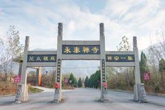 河南,中国- 2015年11月04日:在永泰寺的Paifang 一著名 库存照片