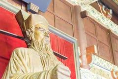 河南,中国- 2015年11月14日:在纪念寺庙的包拯雕象 免版税库存图片