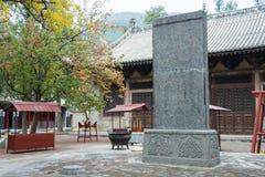 河南,中国- 2015年11月04日:皇帝在辉山的乾隆的石碑 图库摄影