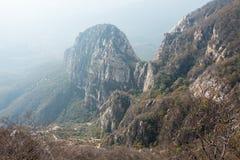 河南,中国- 2015年11月03日:Mt 松山风景区 著名喂 免版税库存照片
