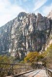 河南,中国- 2015年11月03日:Mt 松山风景区 著名喂 免版税库存图片