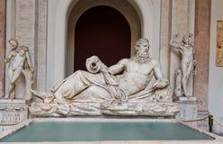 河台伯河雕塑在梵蒂冈博物馆,罗马,意大利 库存照片