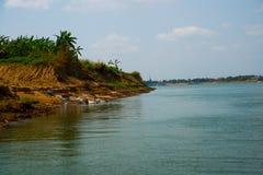 河和一个小海岛 柬埔寨 乌栋 免版税库存图片
