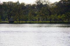 河和公园视图 免版税库存照片