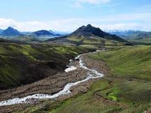 河和小山在冰岛高地 图库摄影
