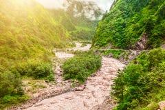 河和山在尼泊尔 免版税库存照片