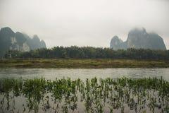 河和山,石灰岩地区常见的地形地形 免版税图库摄影