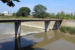 河和桥梁 库存图片