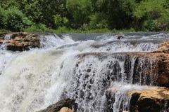 河和瀑布 库存图片