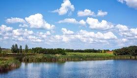 河和自然在乡下 库存图片