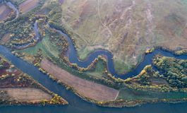 河和自然顶视图在秋天 图库摄影