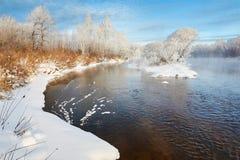 河和雪 免版税库存图片