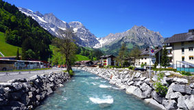 河和titlis山昂热尔贝格 免版税库存照片