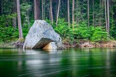 河在优胜美地国家公园 免版税库存图片
