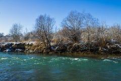 河在冬天 风雨如磐的河急流  33c 1月横向俄国温度ural冬天 库存图片