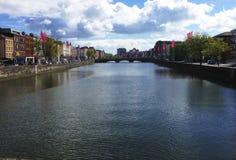 河在都伯林,爱尔兰 免版税库存照片