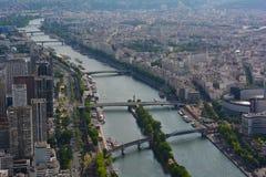 河塞纳河和现代市中心,巴黎,法国 库存照片