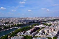 河塞纳河在夏天,巴黎,法国 图库摄影