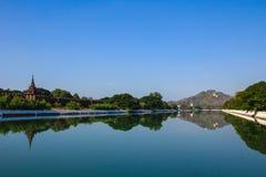河墙壁,曼德勒宫殿在缅甸的(缅甸)曼德勒 库存照片