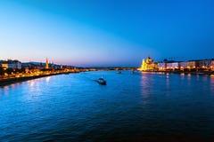 河多瑙河在布达佩斯,匈牙利在一个温暖的夏天 图库摄影