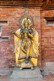 河女神甘加的金黄雕象一只草龟的在Mul Chowk,王宫在Patan,尼泊尔 免版税库存照片