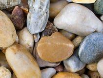 河小卵石背景 库存图片