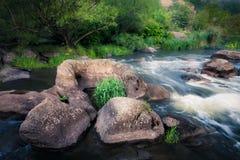 河小瀑布 免版税库存照片