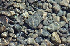 河岩石摘要 免版税库存照片