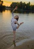 河岸的一个女孩 图库摄影