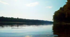 河岸的看法 免版税库存照片