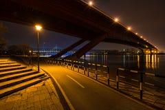 从河岸的贝尔格莱德桥梁 库存图片