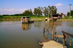 河岸风景看法  免版税库存照片