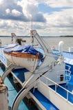 河巡航客船的救生艇 库存图片