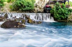 河布纳春天和瀑布在Blagaj 免版税库存照片