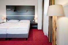 河床卧室双旅馆豪华 免版税库存照片