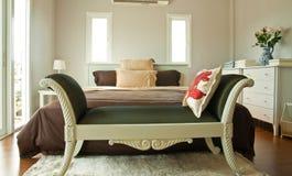 河床卧室褐色整体页白色 库存照片
