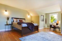 河床卧室褐色新鲜绿色大现代 库存图片