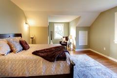河床卧室褐色新鲜绿色现代 库存照片