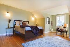河床卧室褐色新鲜绿色现代 图库摄影