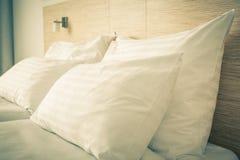 河床在旅馆客房 免版税库存照片