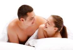 河床夫妇年轻人 免版税库存图片