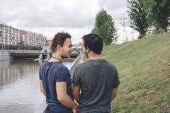 河床夫妇快乐人位子二 免版税图库摄影