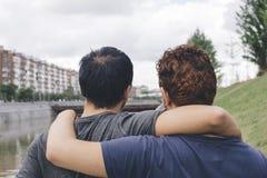 河床夫妇快乐人位子二 免版税库存照片