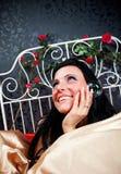 河床幸福葡萄酒妇女 免版税库存照片